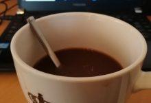 Kaffee vor laptop