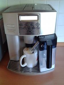 Kaffeevollautomat regelmäßig entkalken