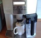 Kaffeevollautomat beim Mahlvorgang